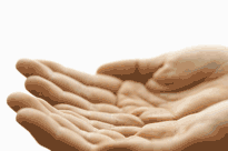 Deux mains tendues pour recevoir